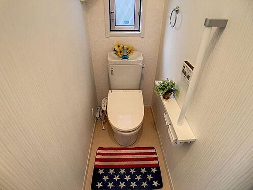 戸建賃貸-豊明市栄町大蔵下 1・2階にトイレあり。階段を降りなくてもいいので、高齢者の方も便利です