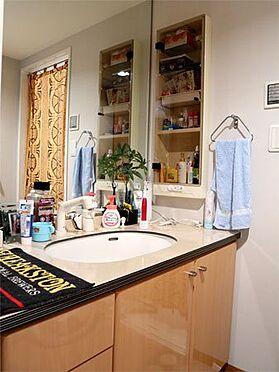 中古マンション-伊東市八幡野 〔洗面所〕鏡が大きく利用しやすいかと思います。