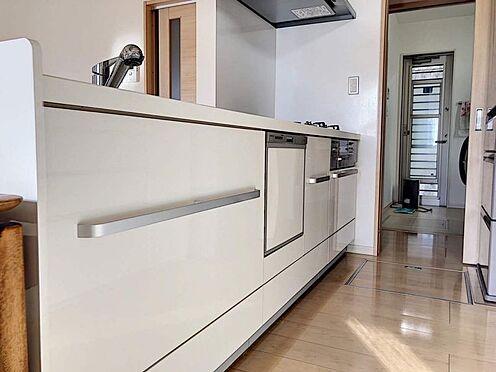 戸建賃貸-岡崎市桑原町字緑陽台 ガスコンロは三口あるので料理の幅が広がりますね。