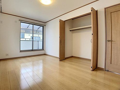 中古一戸建て-豊田市水源町3丁目 たっぷりの陽射しを確保する2面採光のお部屋です♪