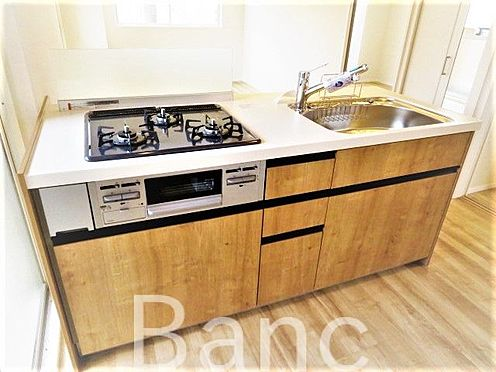 中古マンション-江東区木場2丁目 収納豊富で使いやすい3口コンロのキッチンです。