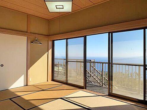 中古一戸建て-伊東市赤沢 ≪和室≫ 玄関から入ってすぐ左手にある7.5帖の和室。