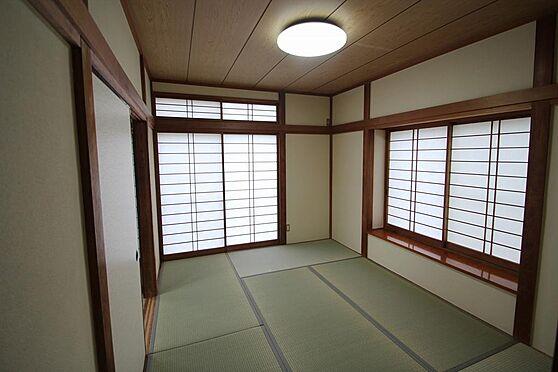 戸建賃貸-熊谷市江南中央3丁目 1階和室です、畳6帖表替済、LED照明有。雨戸有。