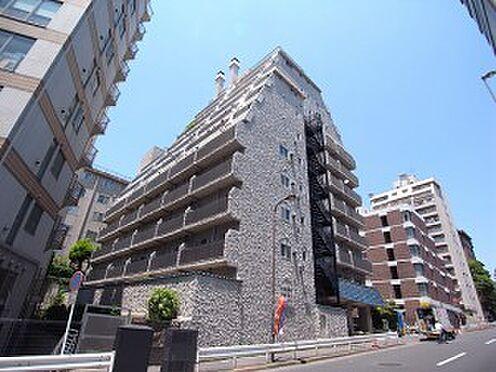 マンション(建物一部)-港区六本木5丁目 「秀和」シリーズ 白い外壁と青い瓦屋根 南欧風レジデンス