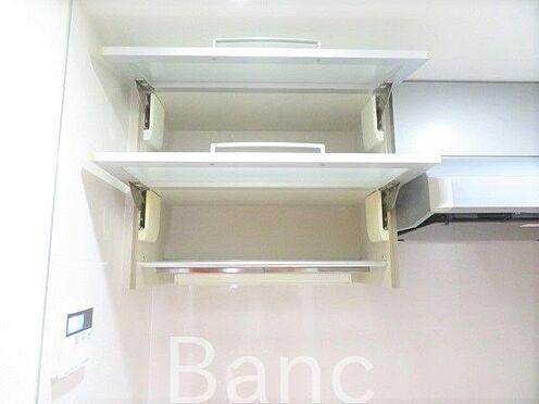 中古マンション-新宿区弁天町 便利なキッチン戸棚です。