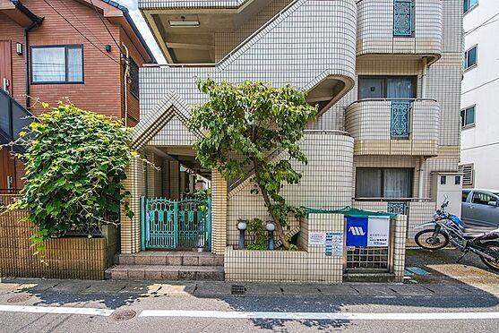 アパート-浦安市富士見2丁目 エントランスには門扉が付いています。