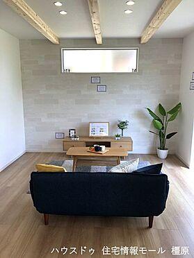 戸建賃貸-橿原市膳夫町 和室と合わせて22.5帖の大きな空間。南向きのとっても明るいお部屋。