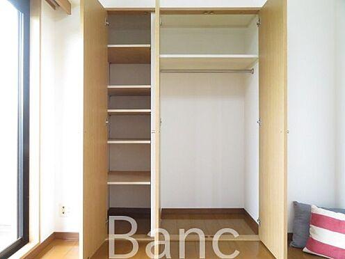 区分マンション-横浜市保土ケ谷区東川島町 物入れは棚もついていて収納しやすいです。