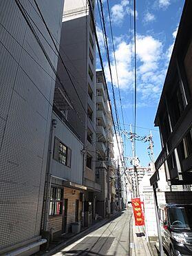 マンション(建物一部)-福岡市博多区博多駅前4丁目 裏側(北東側)の道路。