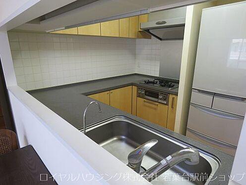 中古マンション-川崎市高津区新作5丁目 人気の対面式キッチンです。とてもきれいにご使用されています。