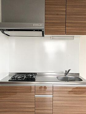 アパート-東大阪市小若江1丁目 2口コンロ、ホーローパネルを採用したコンパクトシステムキッチン。