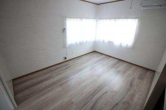 アパート-横須賀市富士見町2丁目 窓が多く明るい室内
