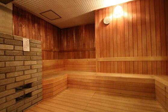中古マンション-足柄下郡湯河原町宮上 サウナ室は広く、大人6、7人は入れるほどのスペースが設けられています。