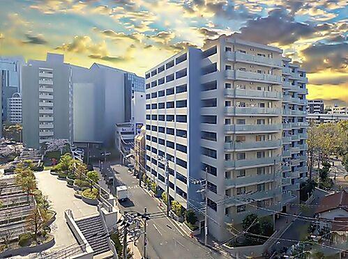 区分マンション-横浜市神奈川区栄町 マリンブルーの外壁が特徴的でモダンな外観デザイン
