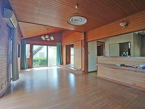 中古一戸建て-伊東市富戸大室高原 リビングダイニングスペースは約16帖ございます。
