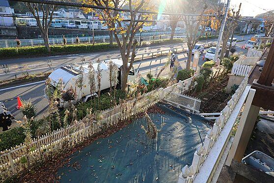 中古一戸建て-八王子市鑓水 現況シートをかけていますがお庭としてもお使いいただけます。