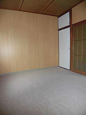 アパート-呉市西塩屋町 収納スペース付の和室6帖です  (1階)