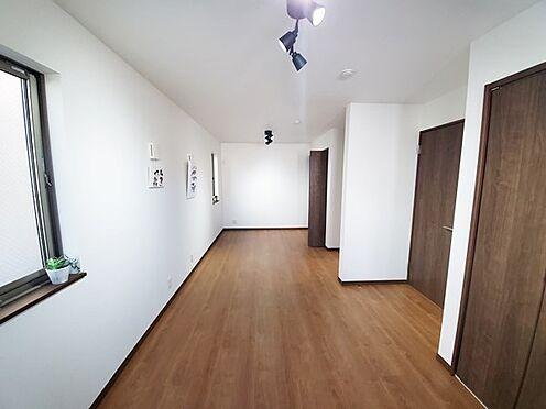新築一戸建て-八王子市堀之内2丁目 1階の居室は間に壁を設ければ簡単に2部屋に分けられる造りです!(※工事費用はかかります。)