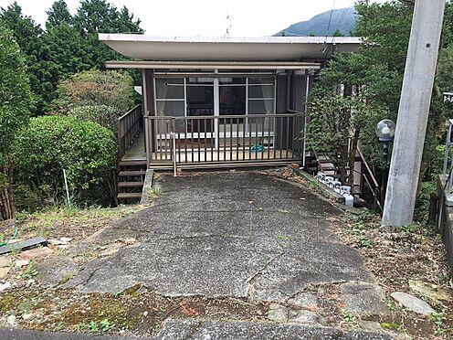 中古一戸建て-田方郡函南町平井 建物前面にお車は1台駐車可能です。