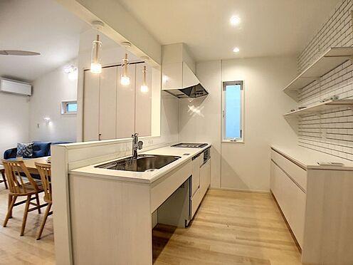 新築一戸建て-刈谷市荒井町1丁目 カウンターキッチンで料理中の会話も弾みます