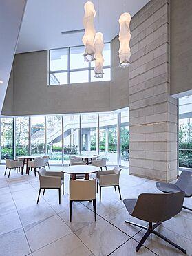中古マンション-品川区東品川4丁目 【Common space】二層吹抜の大空間を贅沢に使ったラウンジです。