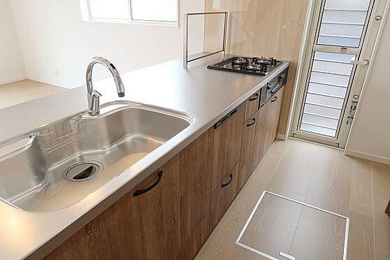 戸建賃貸-多摩市聖ヶ丘3丁目 センサー水栓、食器洗い乾燥機、床下収納など設備充実。