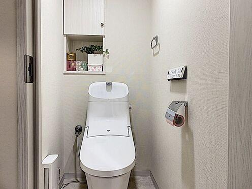 中古マンション-安城市朝日町 快適な温水洗浄便座付きで、使い勝手の良いトイレ。