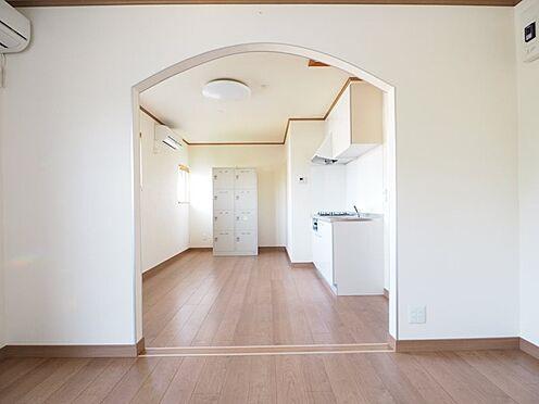 店舗事務所(建物一部)-大網白里市季美の森南3丁目 事務室から休憩室を臨む