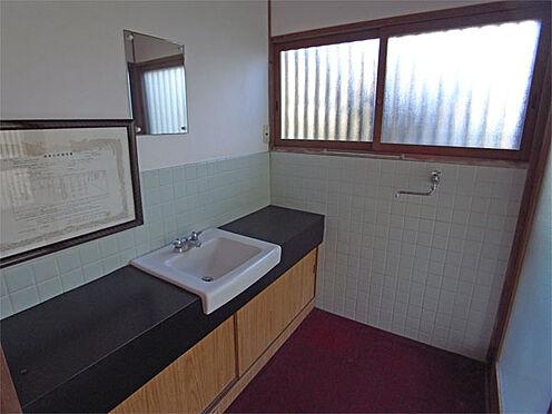 中古一戸建て-伊東市八幡野 ≪洗面・脱衣所≫ 大きな洗面台。洗濯機置き場もこちらです