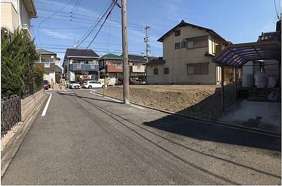 新築一戸建て-名古屋市中川区万場3丁目 前面道路幅は6mと並列駐車可能なので車の出し入れも楽々です♪