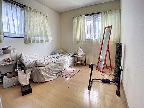 中古一戸建て-碧南市田尻町2丁目 二面採光の明るい洋室、フローリングなのでお子様でもお掃除ラクラク!