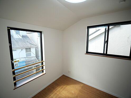 建物全部その他-大田区大森北4丁目 3・7畳洋室。大き目窓で、明るい日差しが差し込みます。