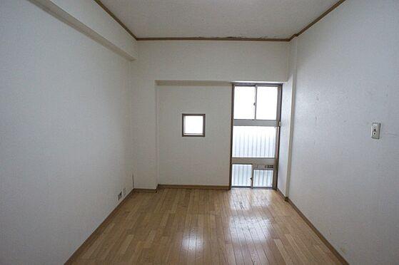 マンション(建物全部)-柏市東中新宿4丁目 右側の窓は空きますので通風良好です。小窓は開きませんが採光に役立ちます。