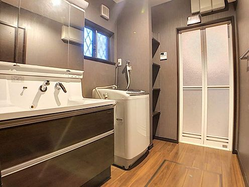 中古一戸建て-春日井市岩成台7丁目 キッチンの横に洗面室があるので、効率よく家事ができます!