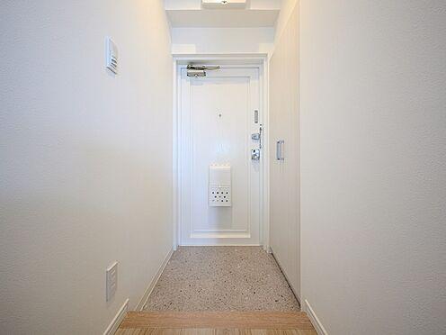 中古マンション-品川区東大井1丁目 壁面収納のシューズボックスなので玄関もスッキリします。