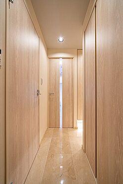 中古マンション-文京区湯島1丁目 大理石貼りの玄関・廊下