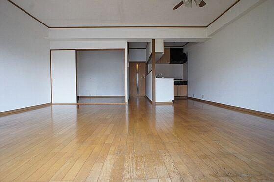 マンション(建物全部)-柏市東中新宿4丁目 洋室の扉は3枚扉になっておりますので繋げて使っても区切っても使いやすい間取りです。