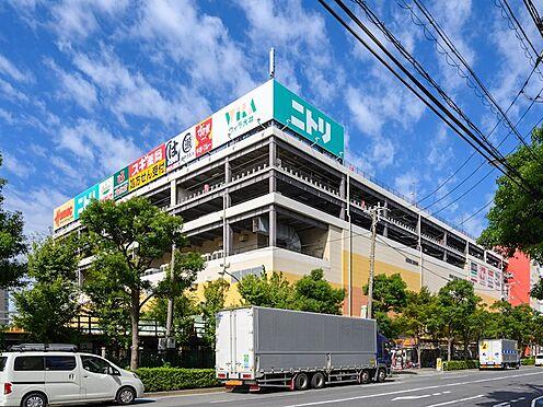 中古マンション-品川区勝島1丁目 マンションに隣接して、大型商業施設があります。ニトリ、スーパー、回転ずし、サイゼリア、ホームセンター