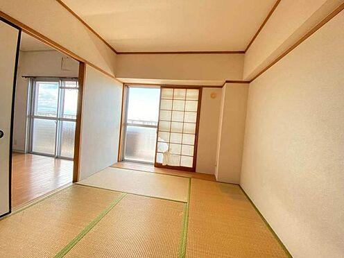 区分マンション-東海市養父町北反田 居間の横には家族のお昼寝スペースとしても利用できる和室がございます。