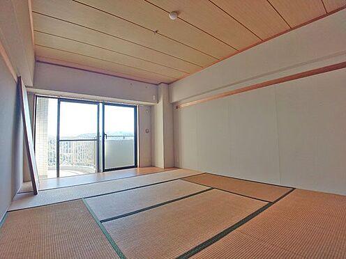 中古マンション-伊東市岡 開口部のある和室スペースです。