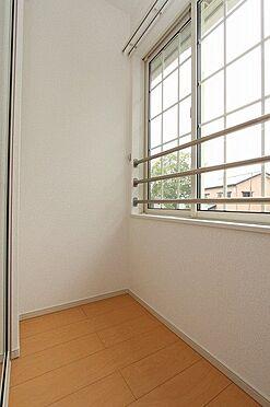 アパート-新発田市中曽根町3丁目 202号室 サンルーム