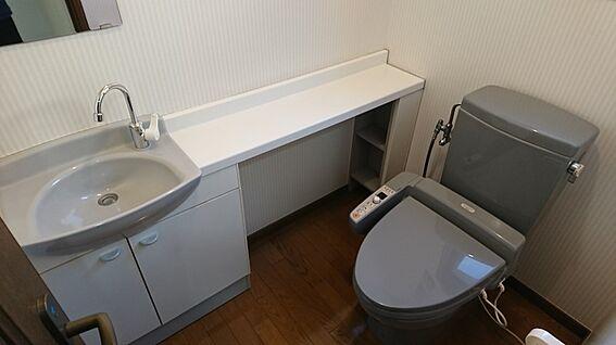 店舗・事務所・その他-平塚市諏訪町 手洗い付きのトイレです。