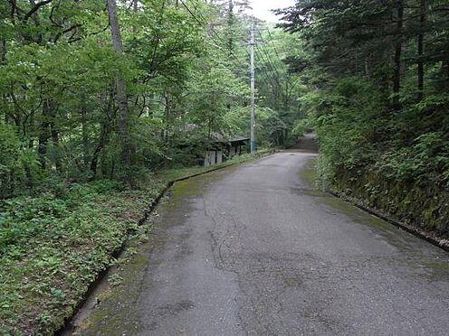 土地-北佐久郡軽井沢町大字長倉 北東側接道は幅員5mの道路です。
