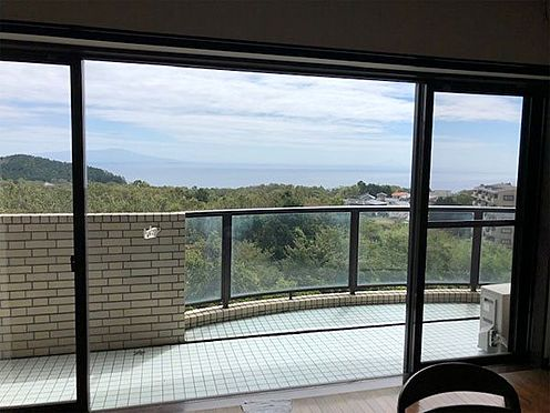 中古マンション-伊東市富戸 リビングの窓から見える景色です。