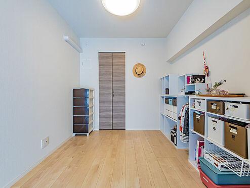 中古マンション-文京区本郷3丁目 リビングダイニング隣接の洋室 家具・備品等は付属いたしません