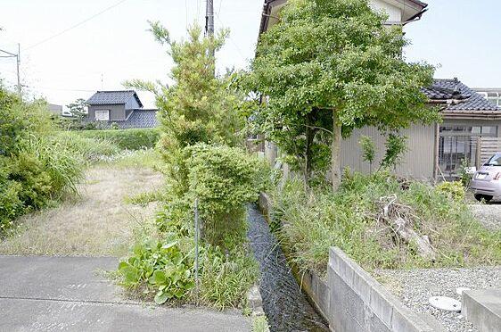 土地-富山市本郷町 南東側 敷地と水路の様子