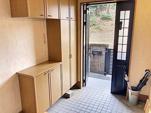中古一戸建て-豊田市志賀町下番戸 玄関のシューズクロークは大容量!靴以外にも、園芸用品や雑貨等をしまっていただけます。