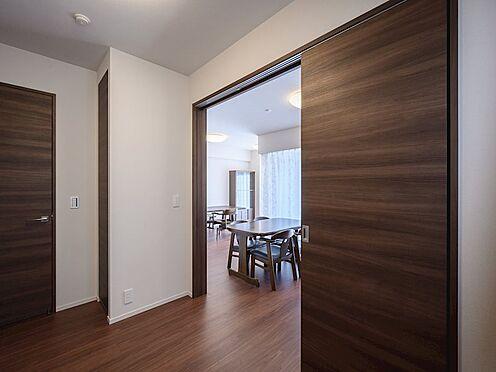 中古マンション-品川区勝島1丁目 心地よい光と風に包まれながら起床できるように開口を設けた安らぎのプライベート空間です