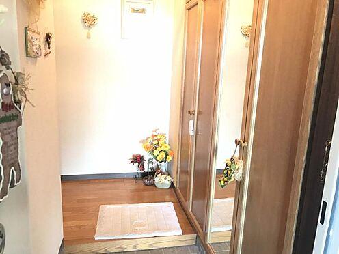 中古マンション-知多市八幡新町3丁目 明るく家族を出迎えてくれる玄関です!