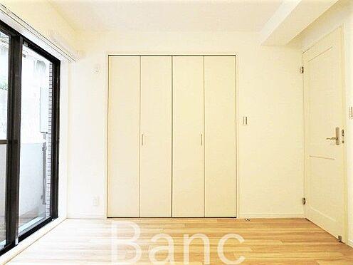 区分マンション-横浜市保土ケ谷区和田2丁目 充分な広さの収納を備え、採光良好な洋室。プライベートの時間もゆったりお寛ぎ頂けそうです。